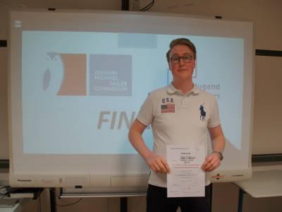 """Sieger des Regionalwettbewerbs """"Jugend debattiert"""" - Gratulation an Jakob Bruckmaier (FW13)"""